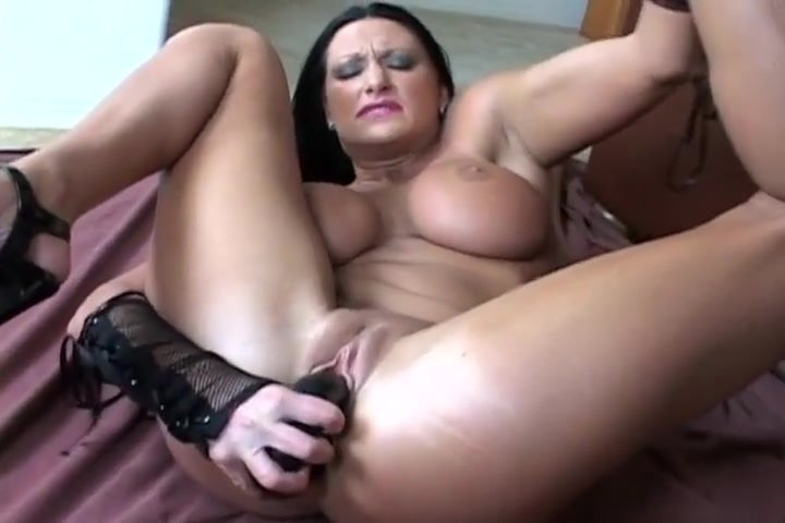 Extreme holly pussy — photo 1
