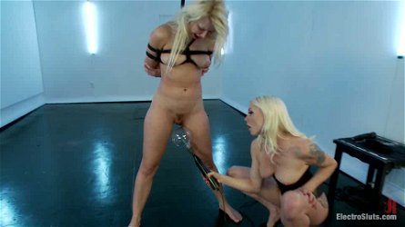 Anikka Albrite gets her pussy fingered and toyed by Lorelei Lee