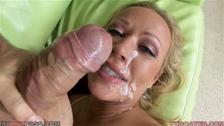 Blonde mom Austin Taylor milks a prick dry on her face