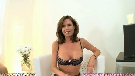 POV Head by Gorgeous MILF Veronica Avluv in Lingerie