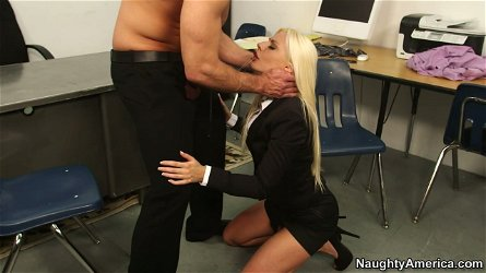 Blond bombshell Jessie Volt gives deepthroat blowjob to massive dick