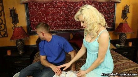 Slim blondie Margo Russo pleases tasty lollicock