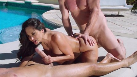 Outdoor threesome along voluptuous Ava Addams