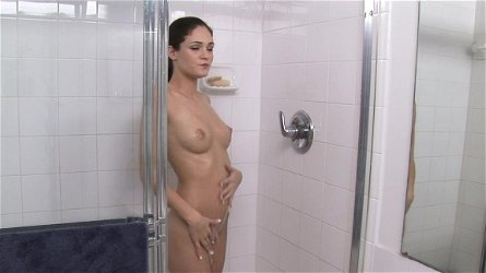 Monica Sexxxton gets naked in the bath