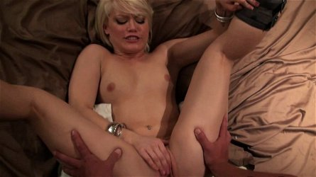 Slutty blonde Ash Hollywood loves to feel dick in her puss