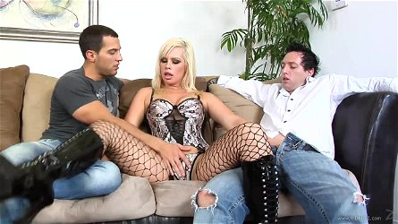 Stunning Tara Lynn Foxx Gets DP In A Crazy Threesome