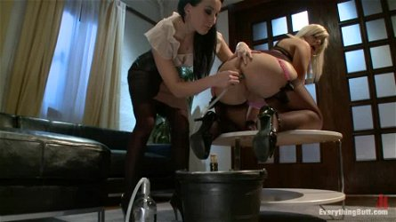 January Seraph and Tara Lynn Foxx love playing with each other's asses