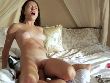 Sweet and charming babe Daisy Summers surprises her man with morning sex