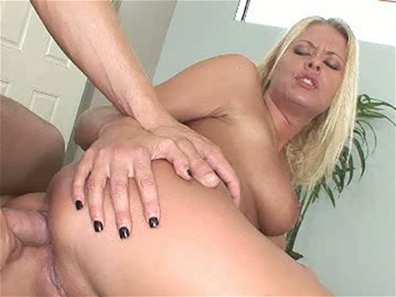 Well stacked sexpot Riley Evans wants to get laid the backdoor way