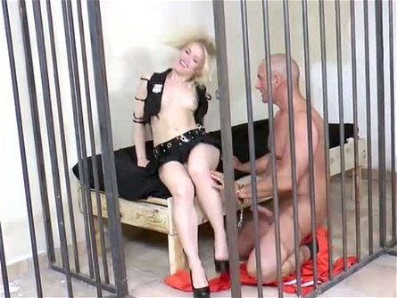 Blond haired wanton hoe Ash Hollywood came to get wild with caged stud