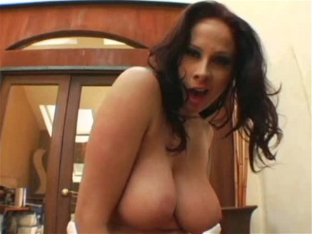 Giant boobed slut Gianna Michaels gives hot titjob