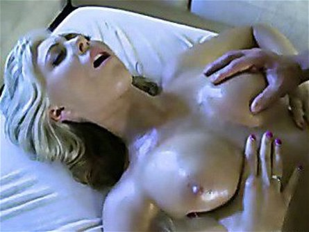Cum Craving Whore Jessica Lynn Receives The Warm Reward She Really Deserved