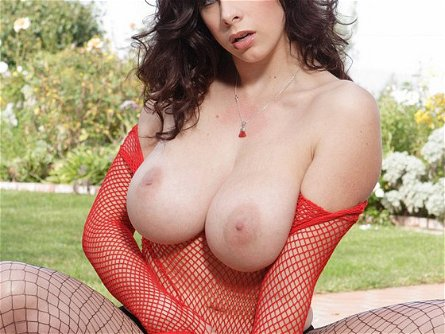 Lusty busty Gianna Michaels