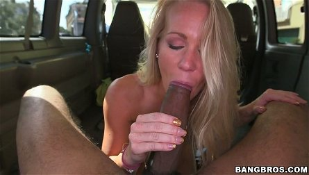 Alluring blondie Sunny Stone pleases a hot dude in the car