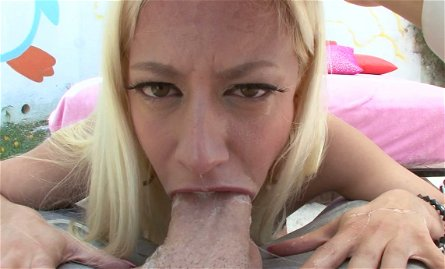 Horny blonde chick Jessie Volt gives amazing blowjob to her BF