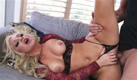 Fucking hot blonde with big jugs Cameron Dee is fucked by Ike Diezel