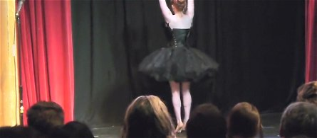 Burlesque Strip SHOW 410 Maggie McMuffin Black Swan