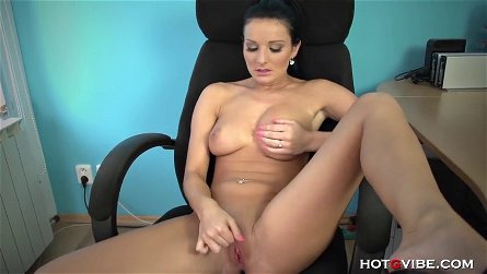 Vanessa naughty secretary rubs one out in the office