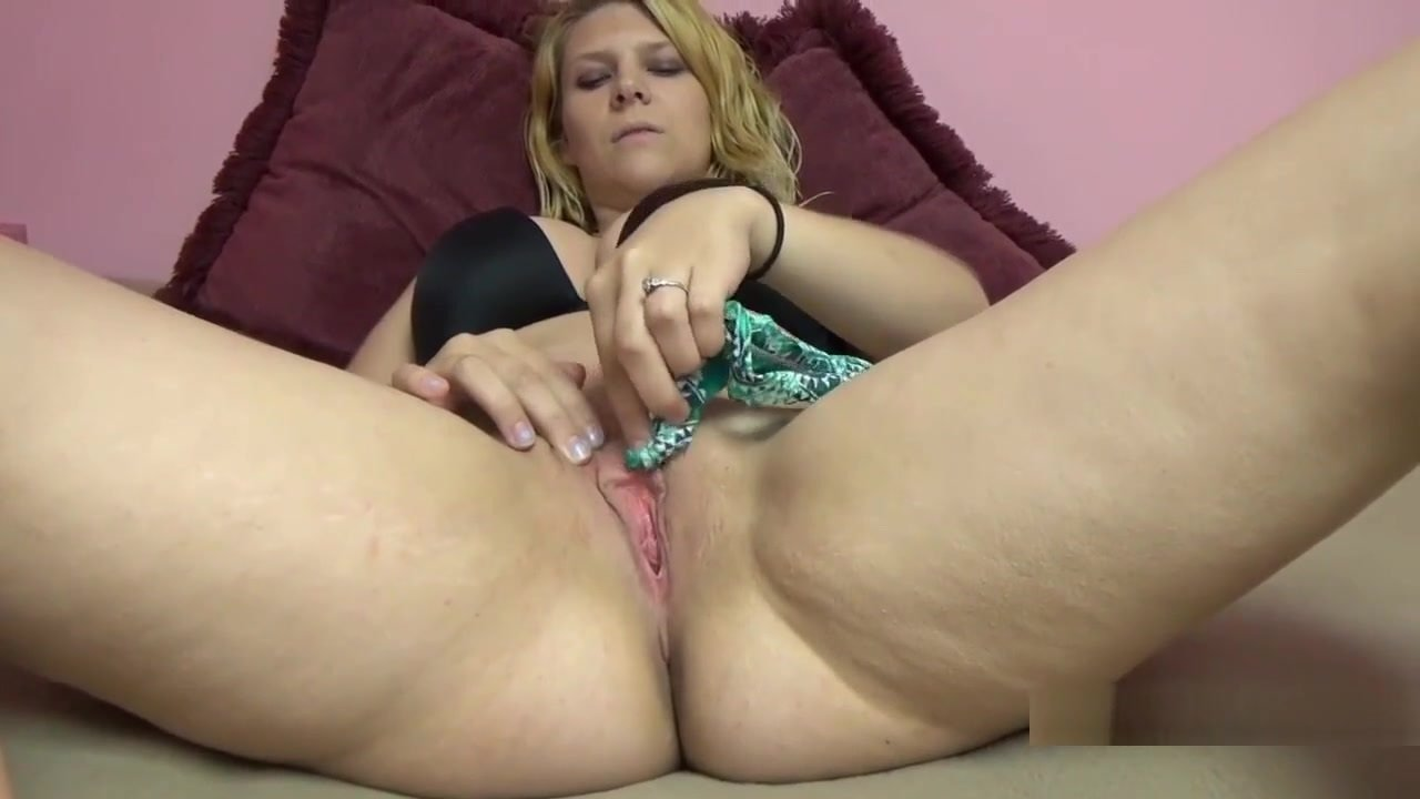 Blonde Hottie Brianna Johnson Take A Cock In Her Young