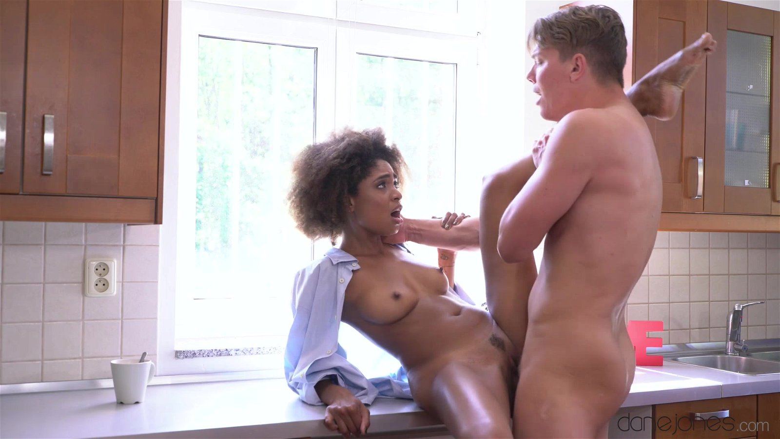 Black mom is having sex in the kitchen — photo 7