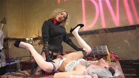 Maitresse Madeline Marlowe likes to fuck with two naughty friends