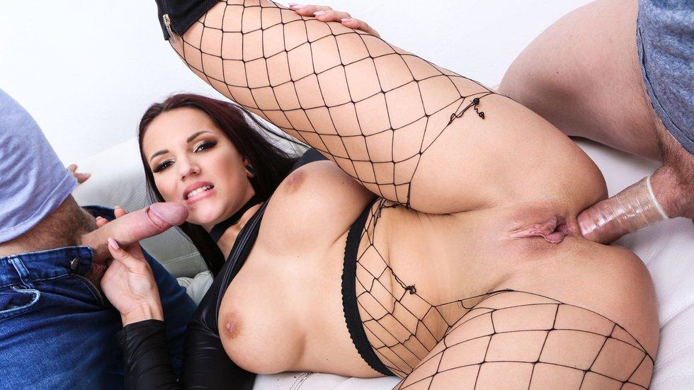 Hitzefrei anal lesbian fun with jolee and mia
