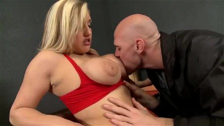 Dazzling breasty Dayna Vendetta is having a hard anal sex