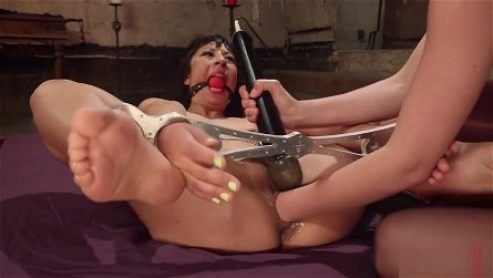 Female orgasm porn video featuring Mona Wales and Vivi Marie