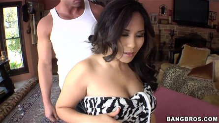 Jessica Bangkok's sexy Asian body receives a thrilling massage