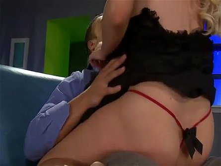 Alexis Ford gets her cunt penetrated